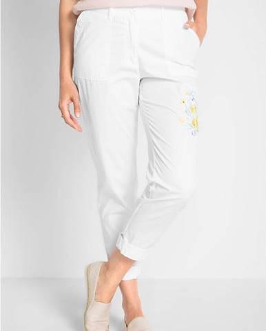 Nohavice s kvetovanou výšivkou