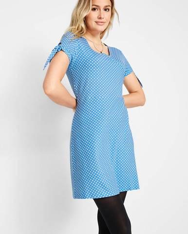 Úpletové šaty s bodkami