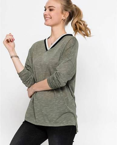 Tričko s kontrastne farebným výstrihom